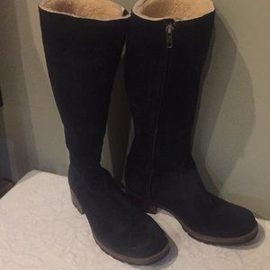 Suede lined Ugg boots that are slimming! Rare! 8
